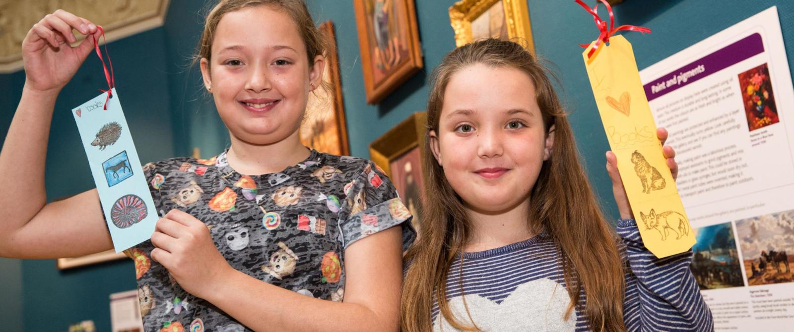Image: Children with bookmarks at the Victoria Art Gallery